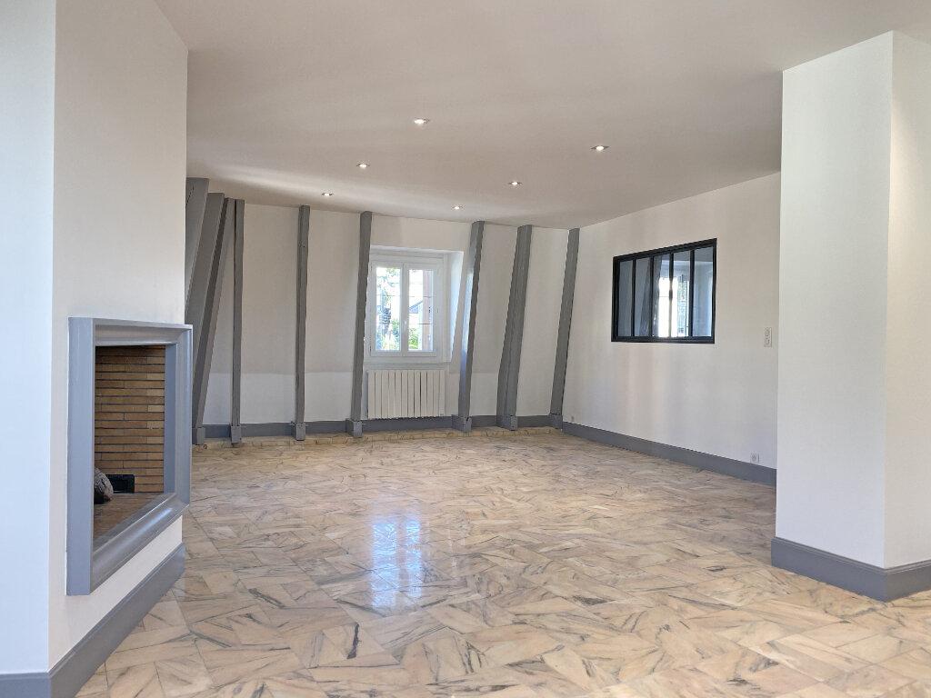 Appartement à louer 3 101m2 à Aurillac vignette-4
