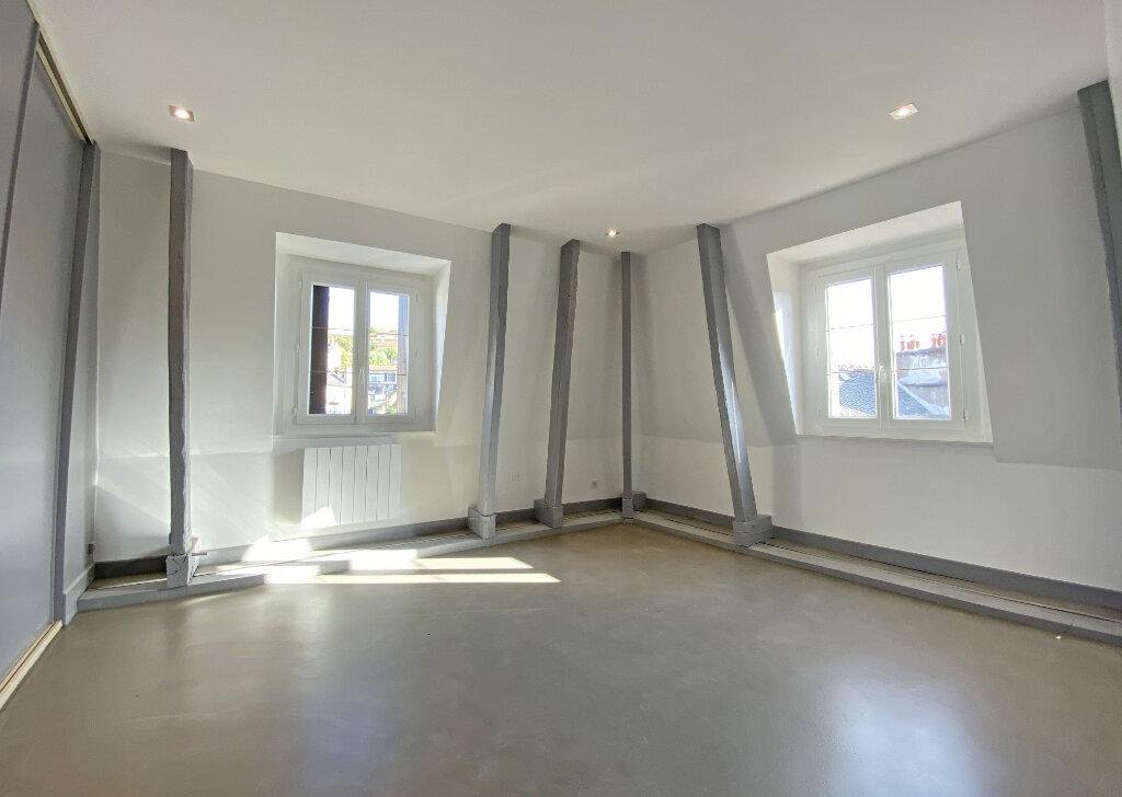 Appartement à louer 3 101m2 à Aurillac vignette-8