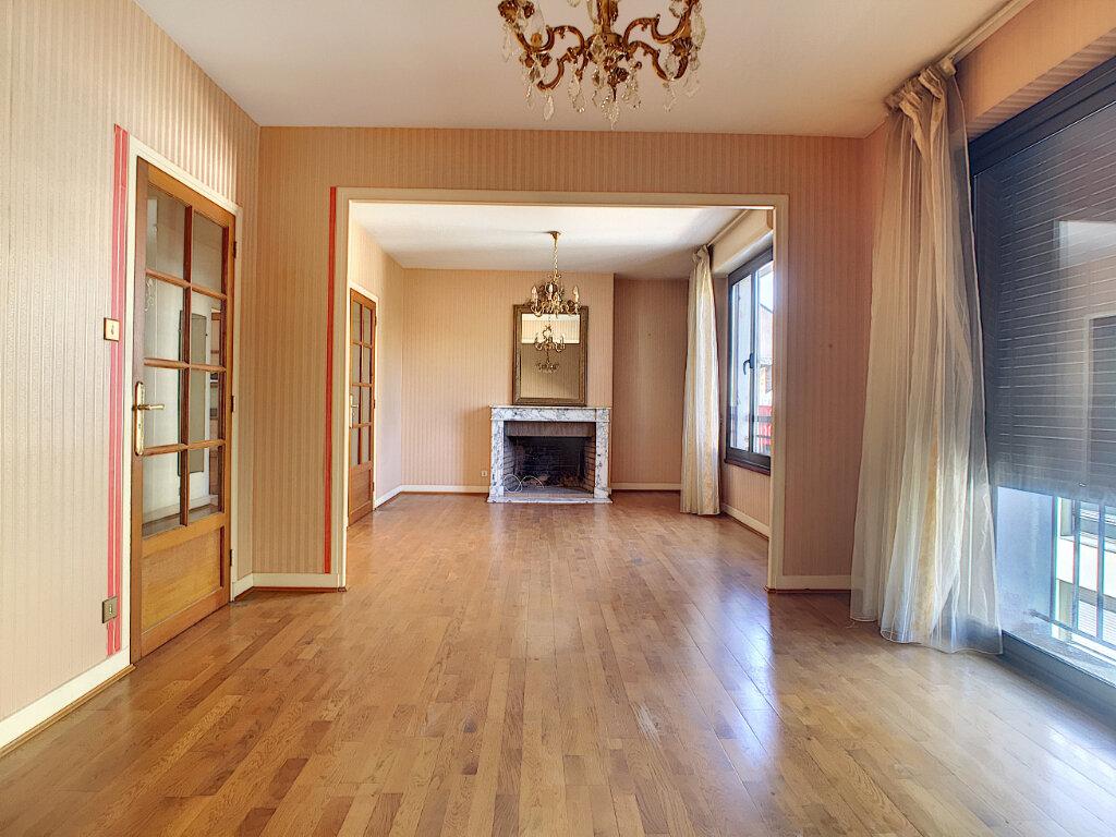 Appartement à louer 4 106m2 à Aurillac vignette-1