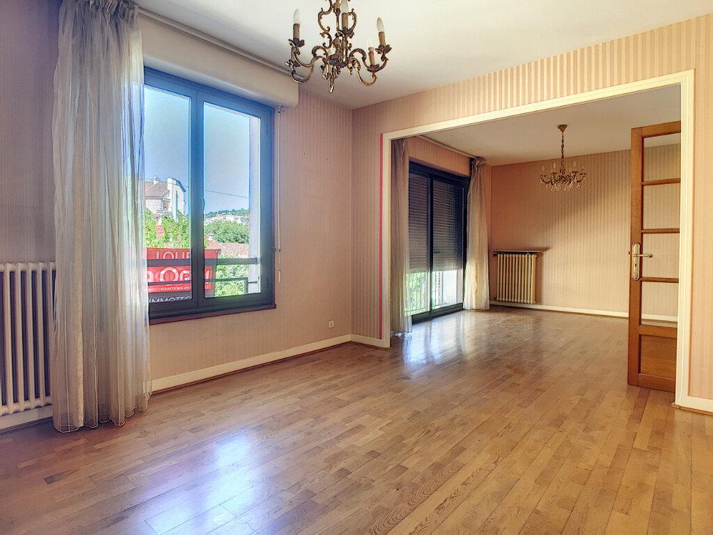 Appartement à louer 4 106m2 à Aurillac vignette-2