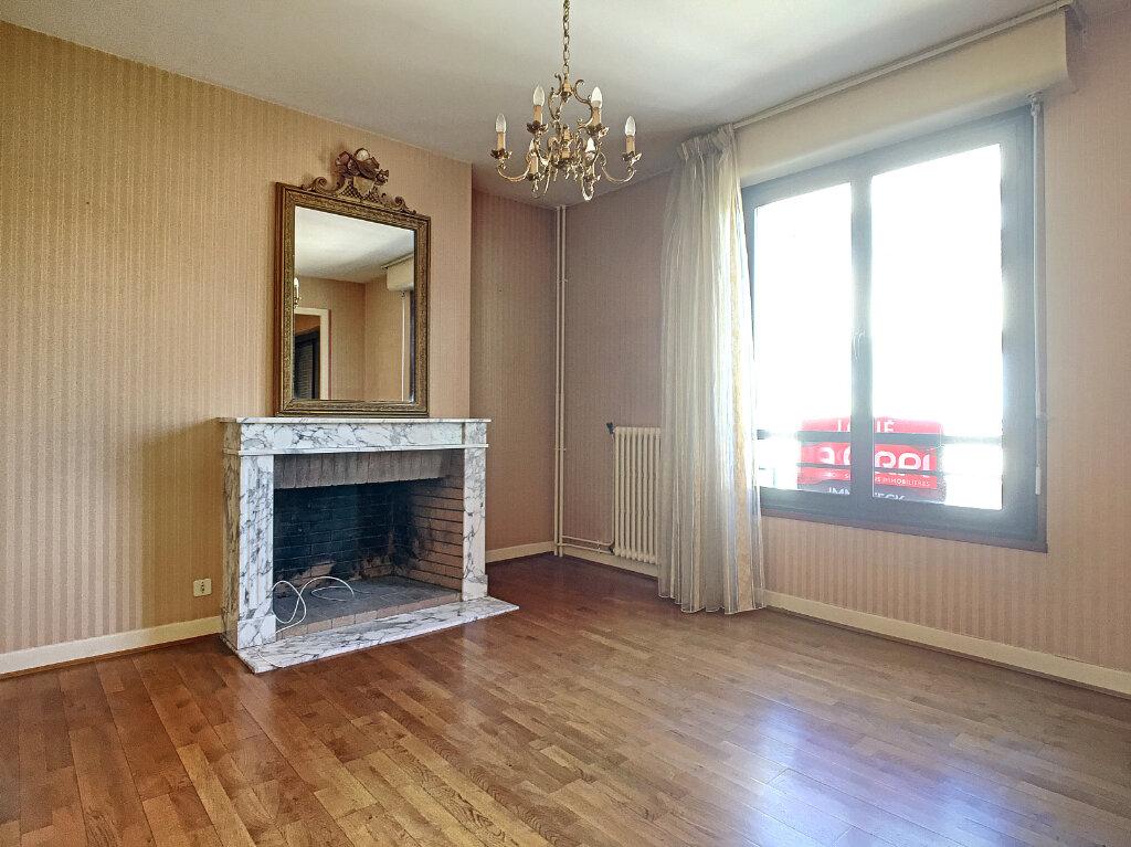 Appartement à louer 4 106m2 à Aurillac vignette-3