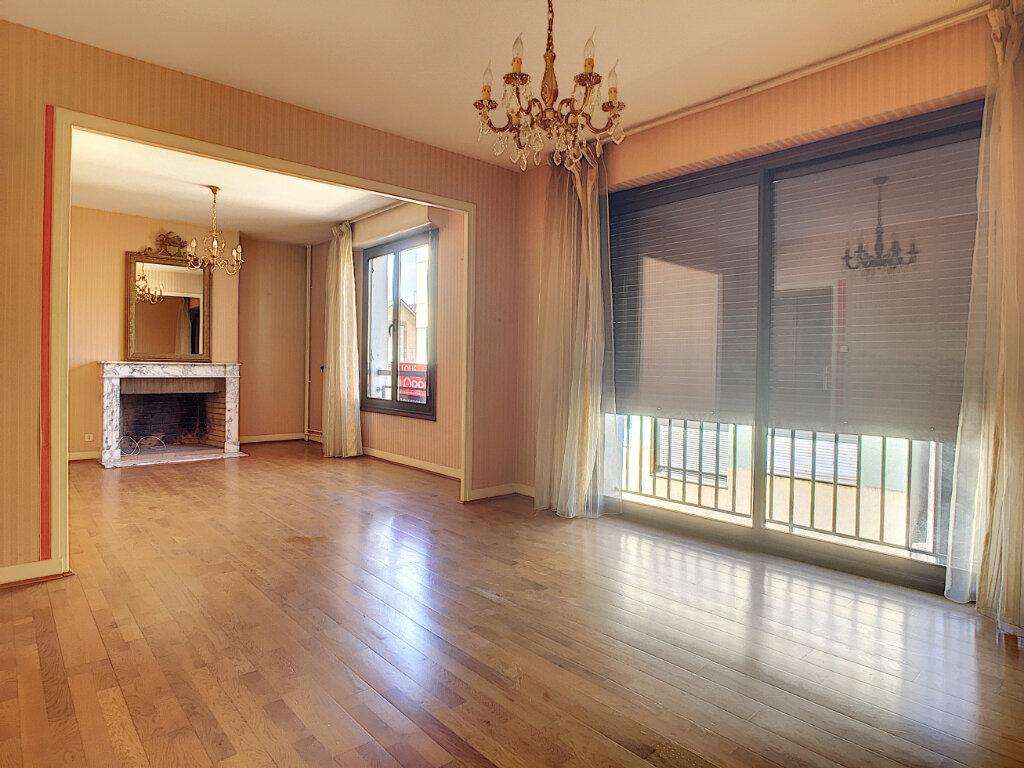 Appartement à louer 4 106m2 à Aurillac vignette-4