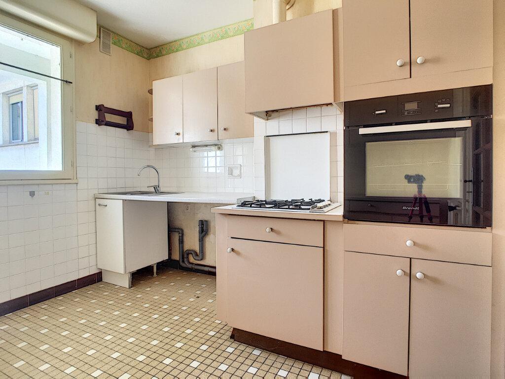 Appartement à louer 4 106m2 à Aurillac vignette-6