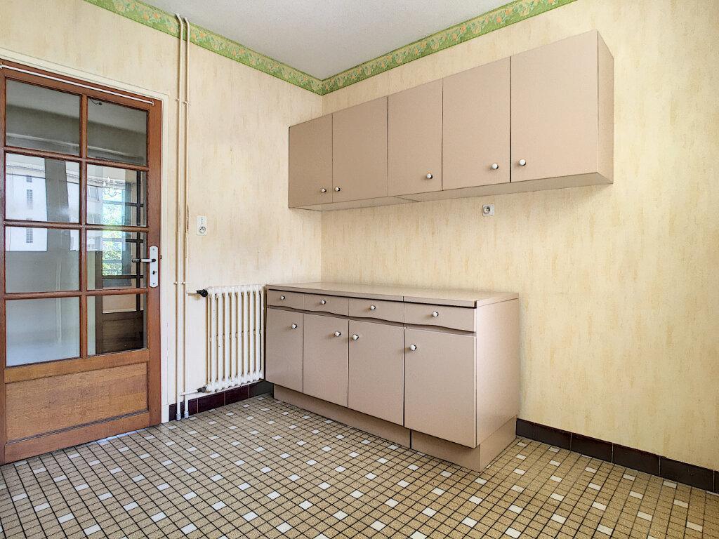 Appartement à louer 4 106m2 à Aurillac vignette-7
