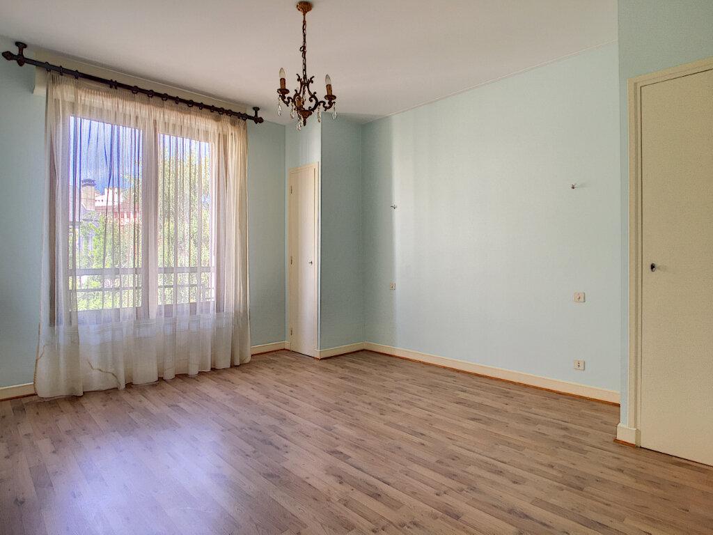 Appartement à louer 4 106m2 à Aurillac vignette-8