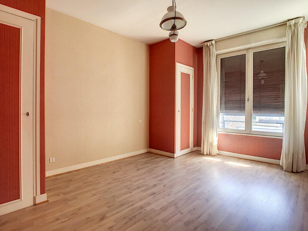 Appartement à louer 4 106m2 à Aurillac vignette-10