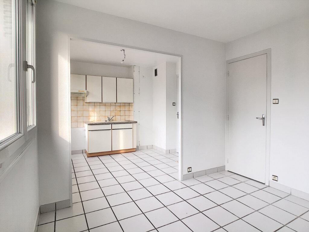Appartement à louer 2 40.11m2 à Aurillac vignette-1
