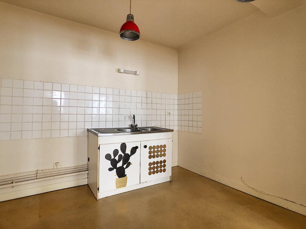 Appartement à louer 4 98.33m2 à Aurillac vignette-3