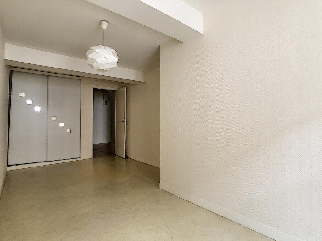 Appartement à louer 4 98.33m2 à Aurillac vignette-5