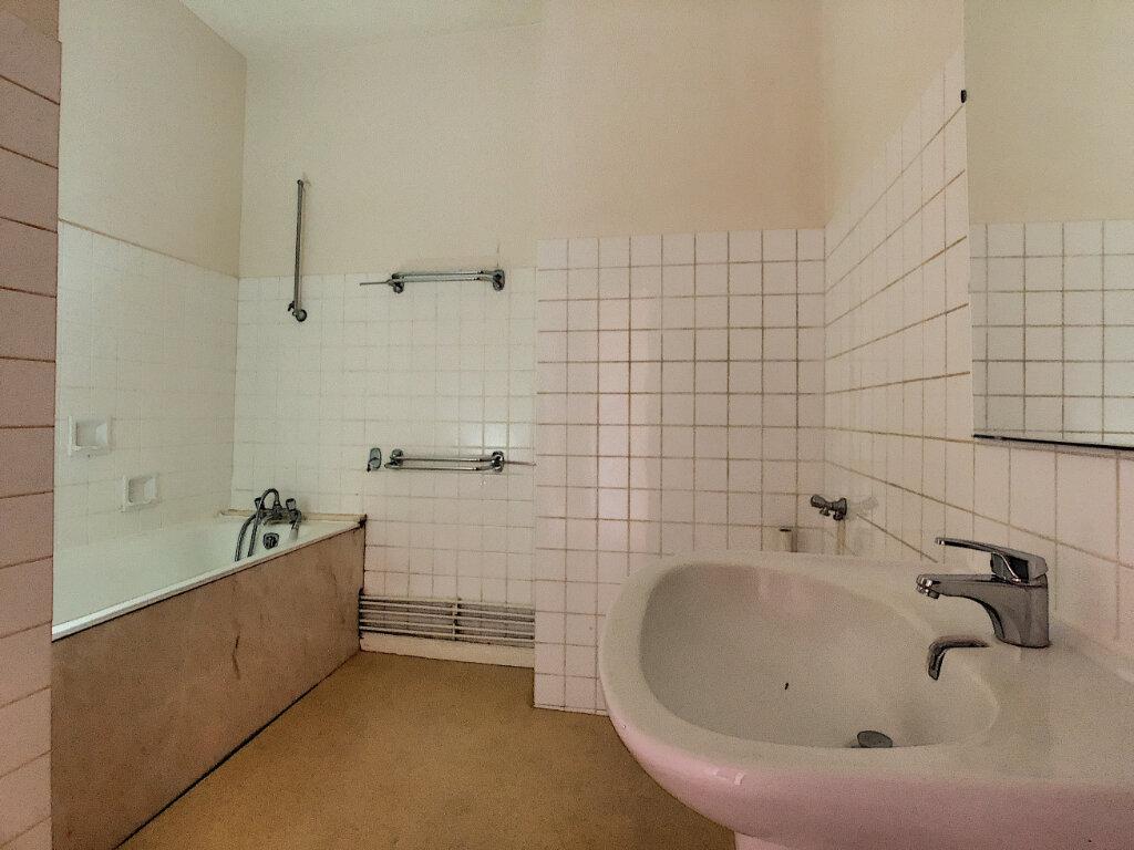 Appartement à louer 4 98.33m2 à Aurillac vignette-7