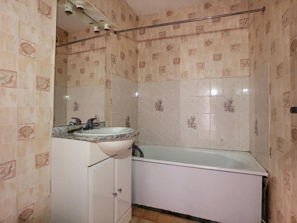 Appartement à louer 2 42m2 à Aurillac vignette-4