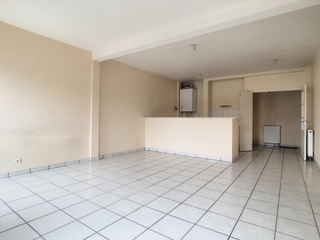 Appartement à louer 3 77.3m2 à Arpajon-sur-Cère vignette-1
