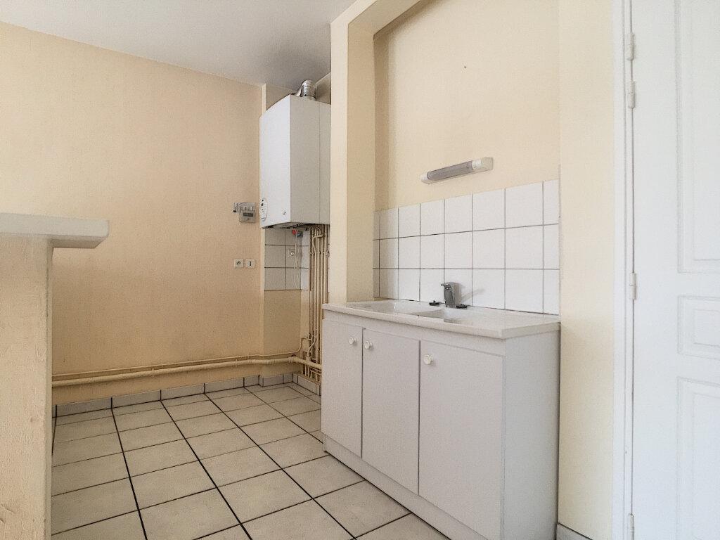 Appartement à louer 3 77.3m2 à Arpajon-sur-Cère vignette-2