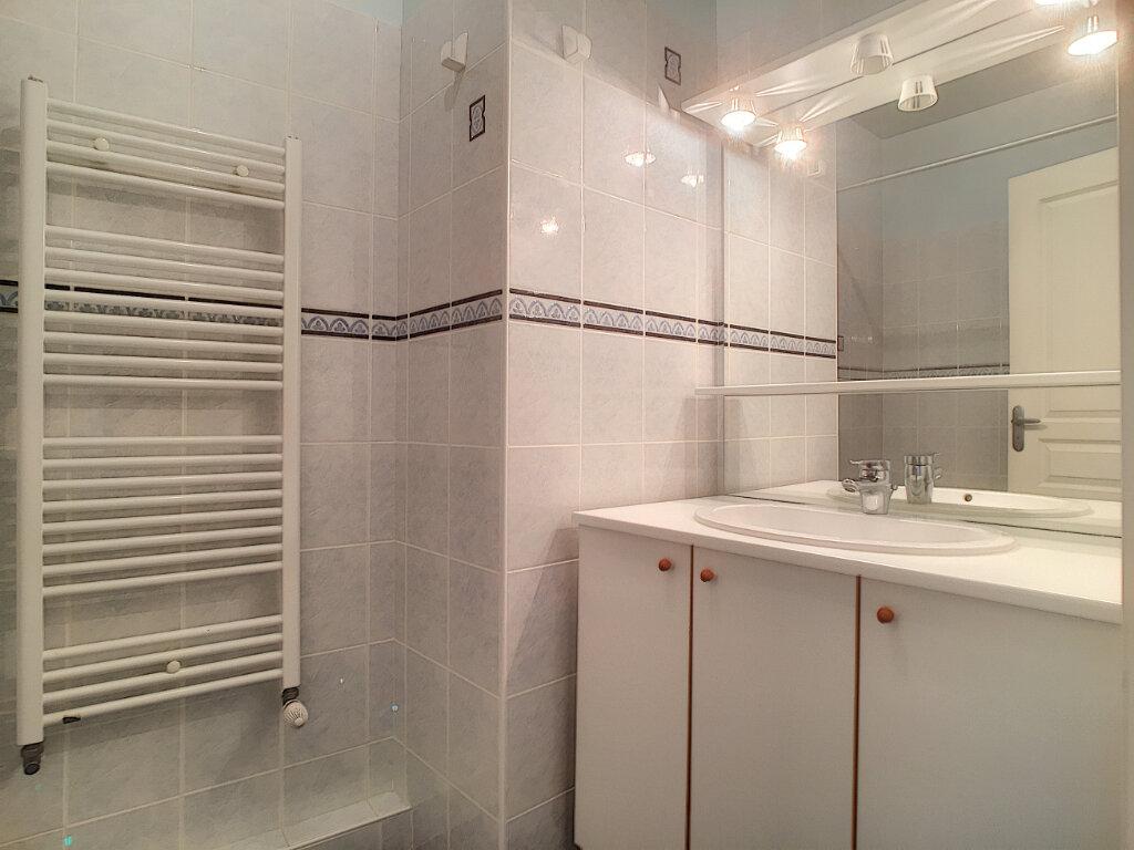Appartement à louer 3 77.3m2 à Arpajon-sur-Cère vignette-5