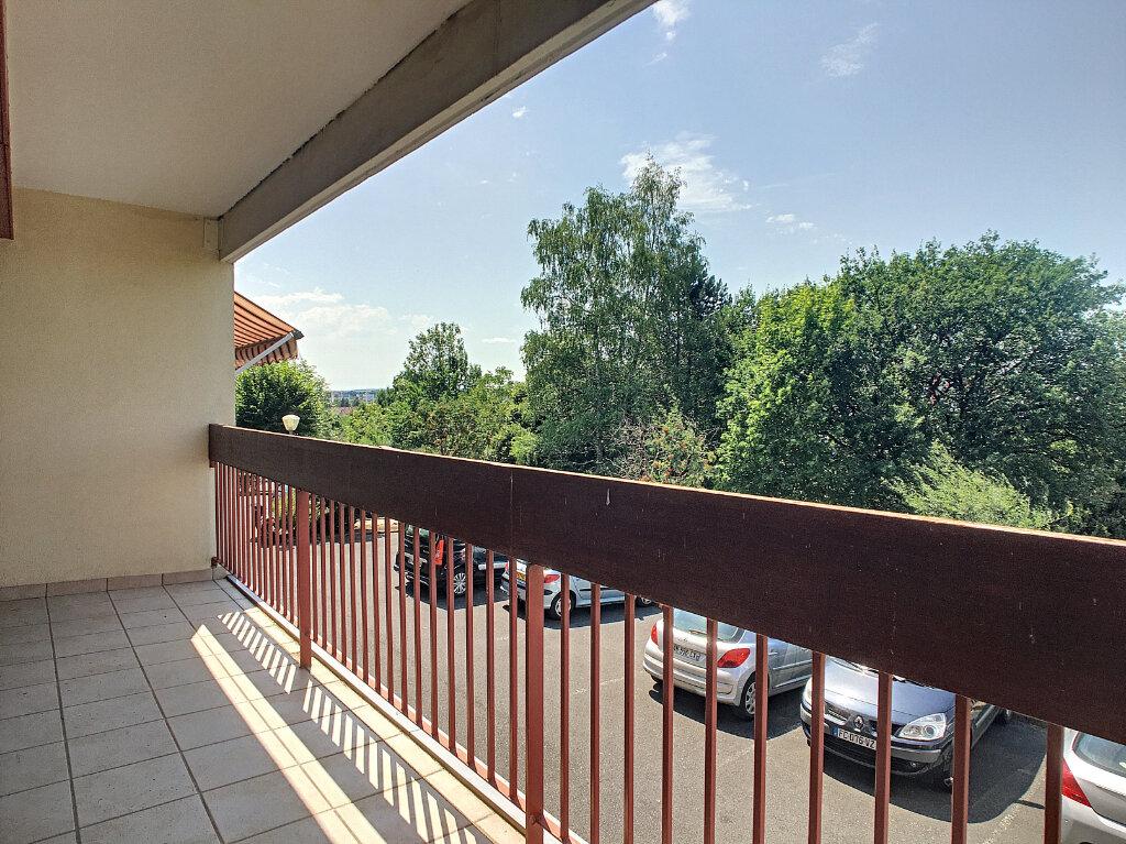 Appartement à louer 1 29m2 à Aurillac vignette-1