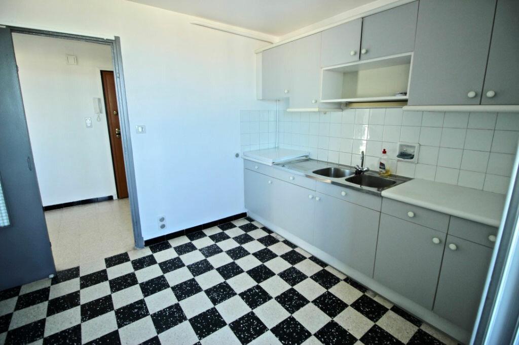 Appartement à louer 3 67.85m2 à Sète vignette-3