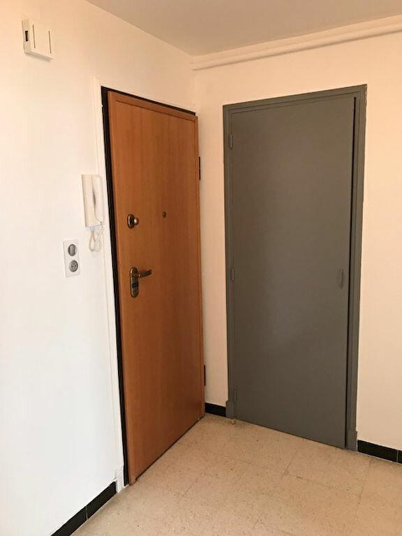 Appartement à louer 3 67.85m2 à Sète vignette-7