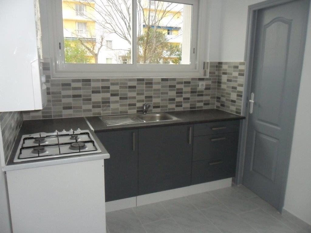 Appartement à louer 4 73.71m2 à Montpellier vignette-2