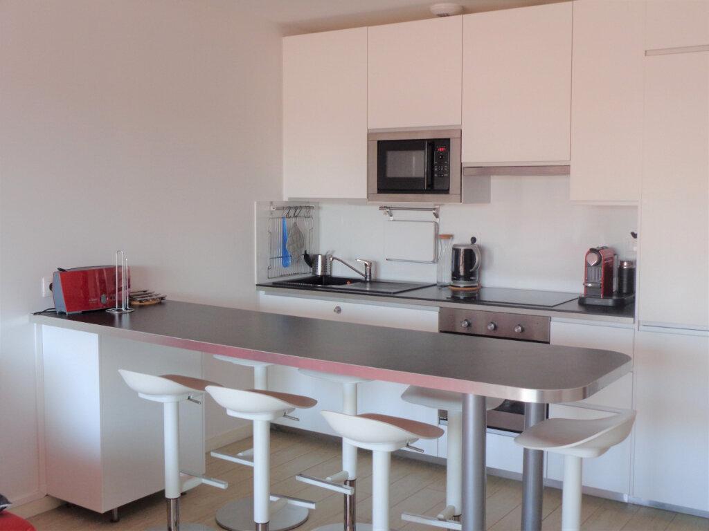 Appartement à vendre 3 65.8m2 à Saint-Julien-en-Born vignette-3