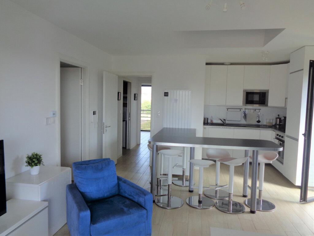 Appartement à vendre 3 65.3m2 à Saint-Julien-en-Born vignette-3