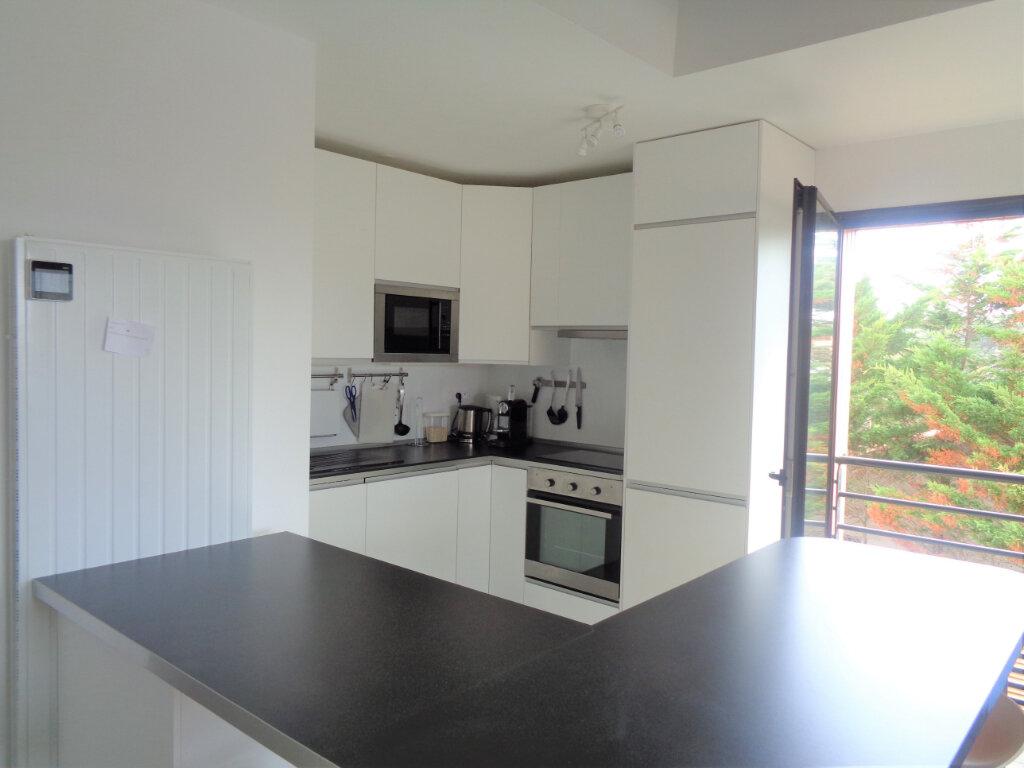 Appartement à vendre 3 65.3m2 à Saint-Julien-en-Born vignette-4