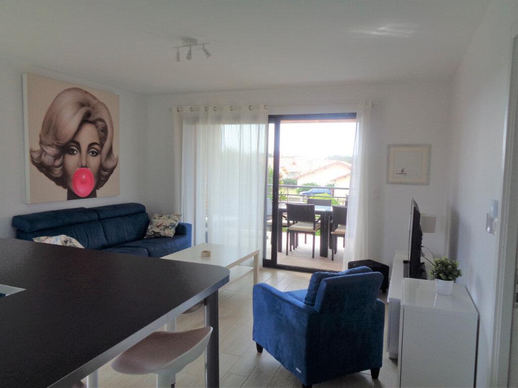 Appartement à vendre 3 65.3m2 à Saint-Julien-en-Born vignette-6