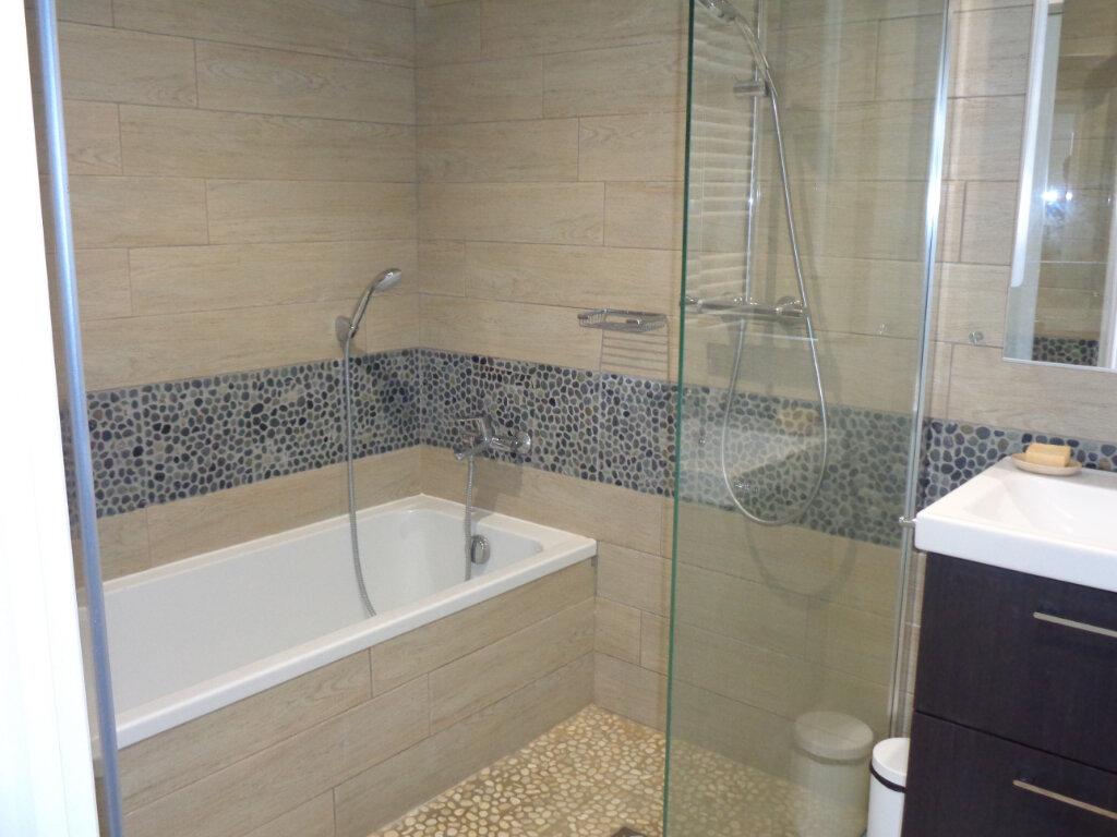 Appartement à vendre 3 65.3m2 à Saint-Julien-en-Born vignette-7