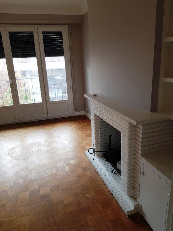 Appartement à louer 2 70.92m2 à Mont-de-Marsan vignette-2