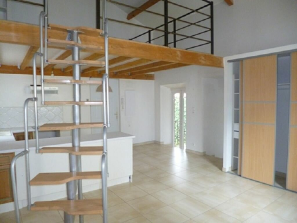Appartement à louer 3 55m2 à Mont-de-Marsan vignette-1
