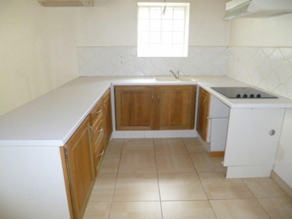 Appartement à louer 3 55m2 à Mont-de-Marsan vignette-3