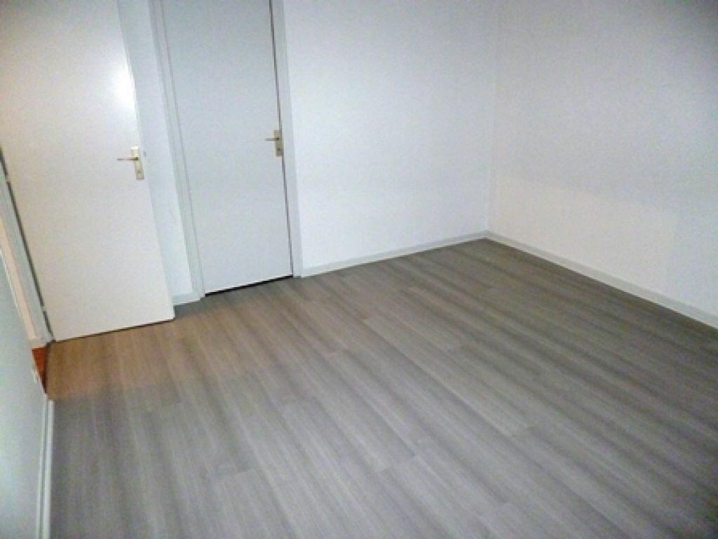 Appartement à louer 3 63m2 à Villeneuve-de-Marsan vignette-5