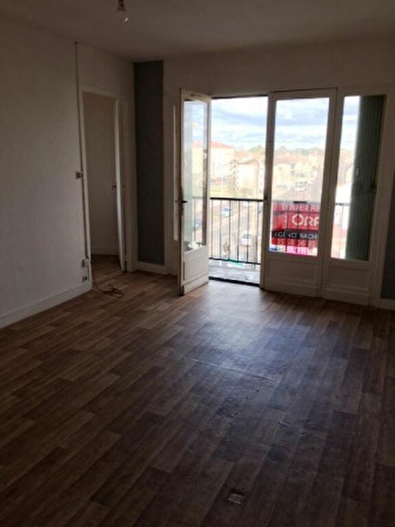 Appartement à louer 2 41.9m2 à Mont-de-Marsan vignette-5