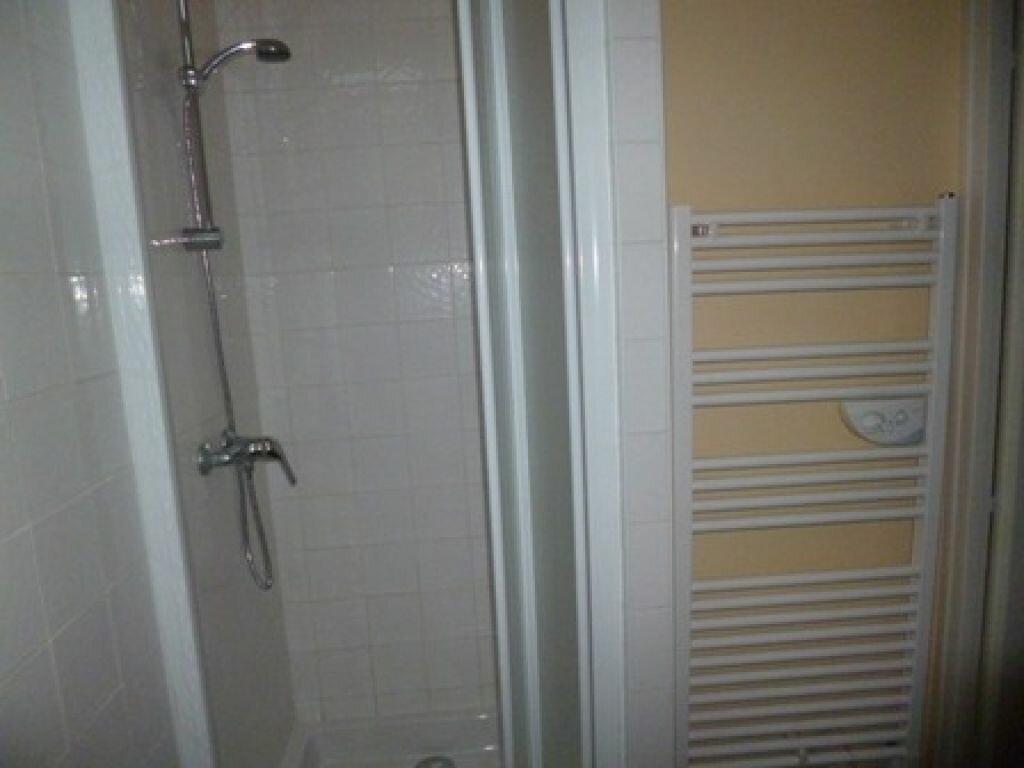 Appartement à louer 1 12m2 à Mont-de-Marsan vignette-3