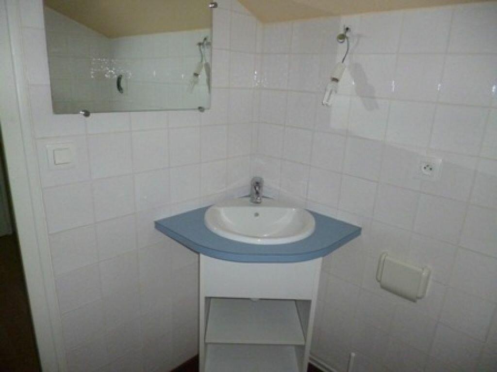 Appartement à louer 1 12m2 à Mont-de-Marsan vignette-4