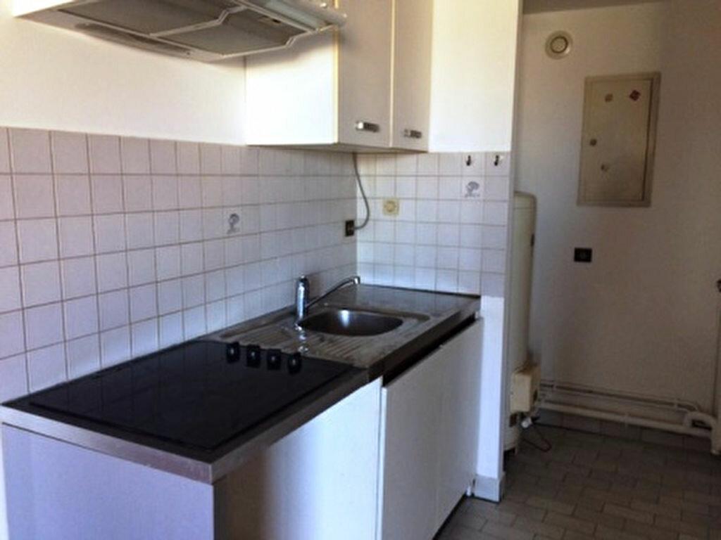 Appartement à louer 3 52m2 à Mont-de-Marsan vignette-2