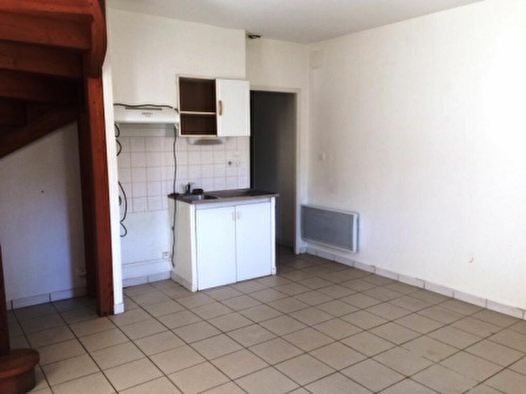 Appartement à louer 4 68.5m2 à Villeneuve-de-Marsan vignette-1