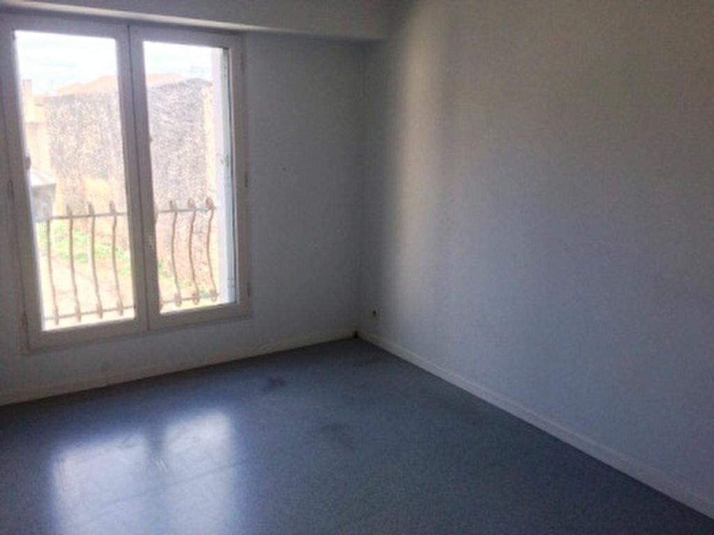 Appartement à louer 4 68.5m2 à Villeneuve-de-Marsan vignette-3