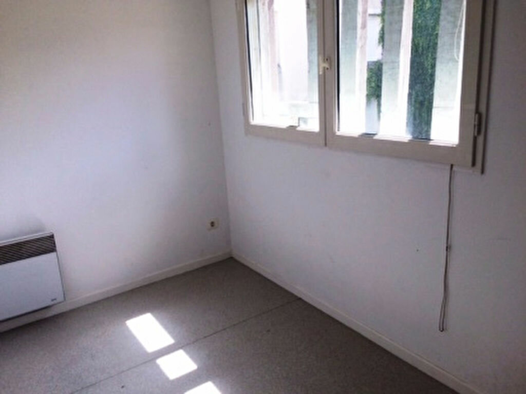 Appartement à louer 4 68.5m2 à Villeneuve-de-Marsan vignette-6