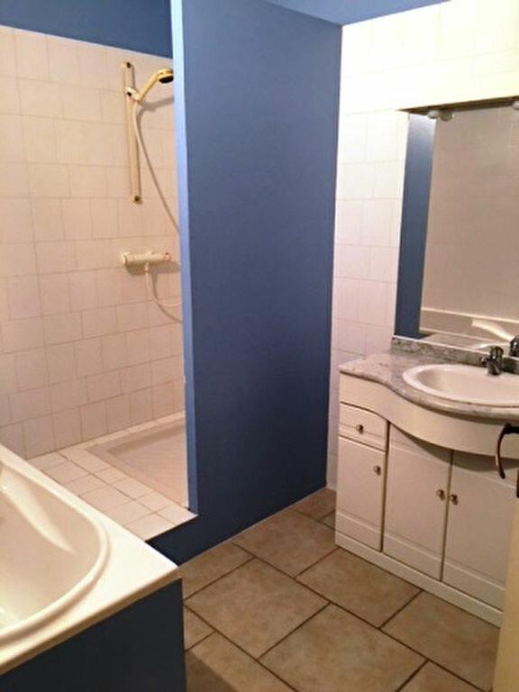 Appartement à louer 3 126.61m2 à Mont-de-Marsan vignette-5