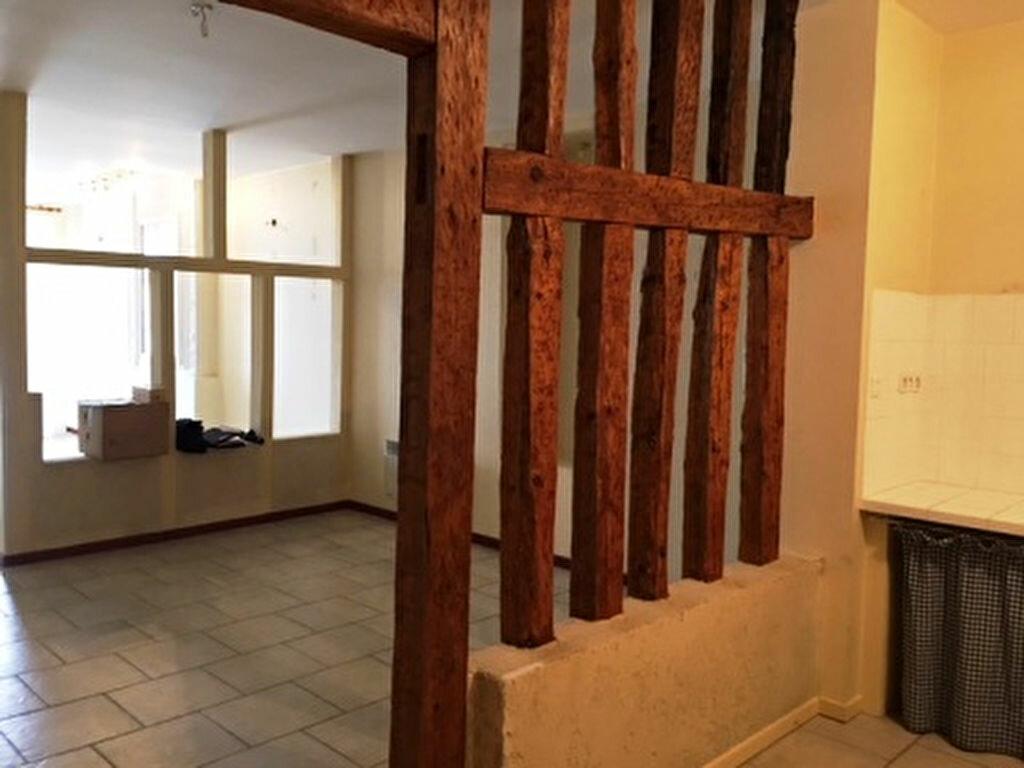 Appartement à louer 3 126.61m2 à Mont-de-Marsan vignette-10