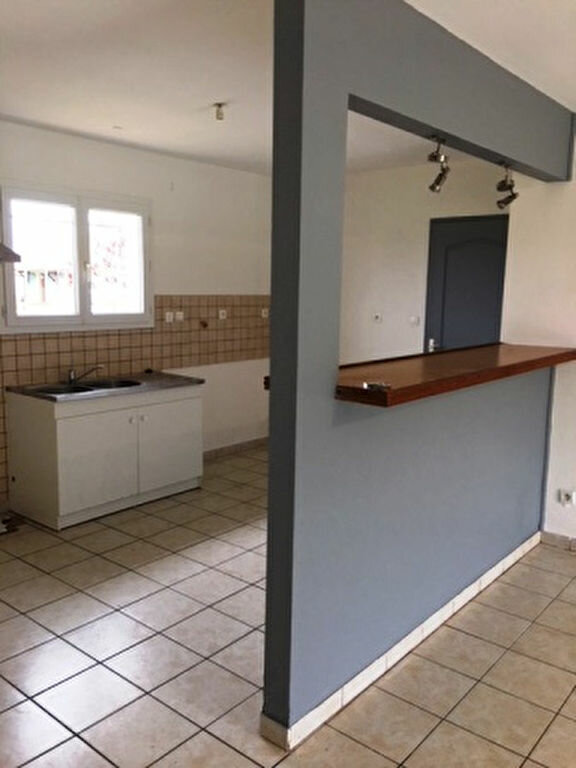 Maison à louer 5 104m2 à Pujo-le-Plan vignette-1