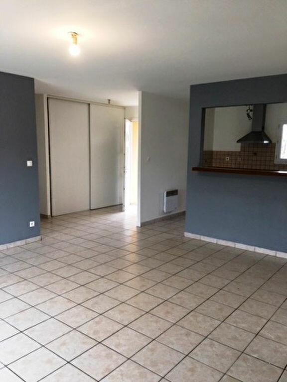 Maison à louer 5 104m2 à Pujo-le-Plan vignette-9
