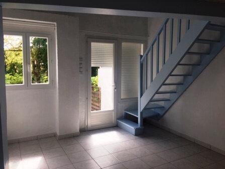 Appartement à louer 2 31m2 à Saint-Pierre-du-Mont vignette-1