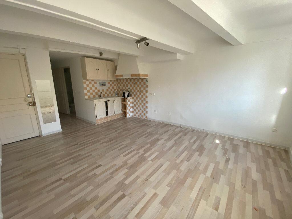 Appartement à louer 2 37m2 à La Seyne-sur-Mer vignette-2