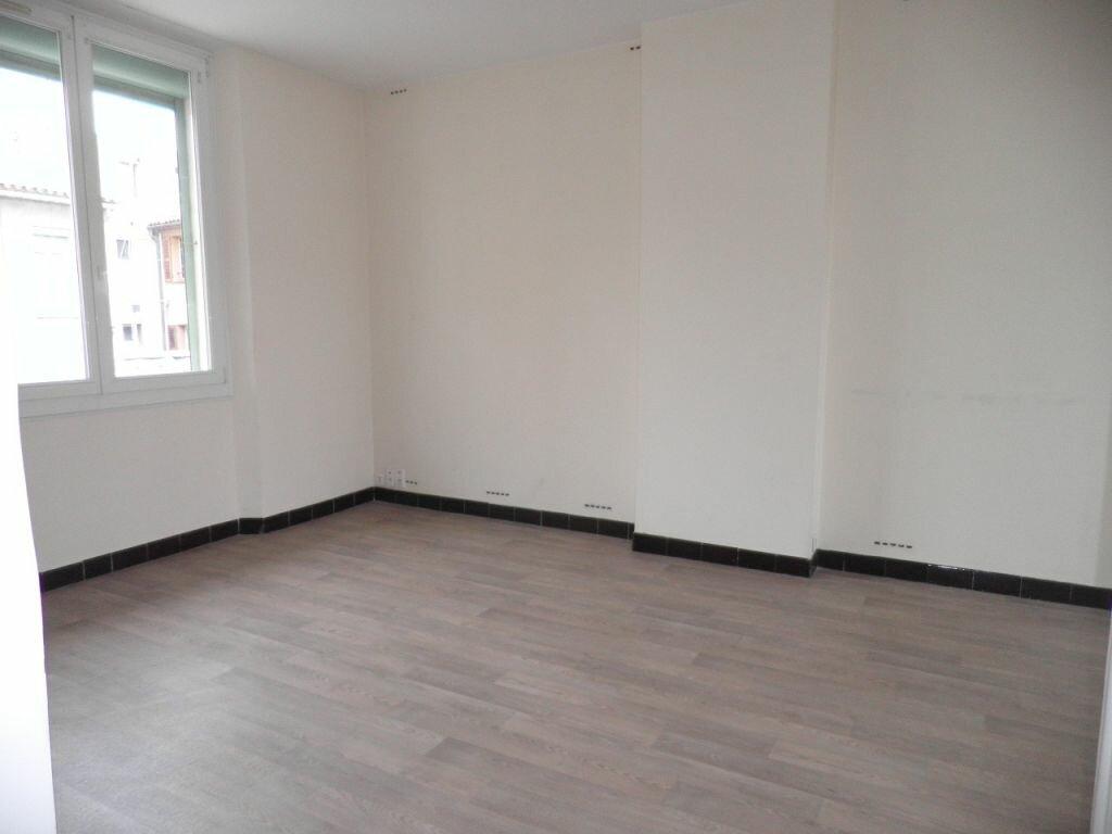 Appartement à louer 3 63.53m2 à La Seyne-sur-Mer vignette-1