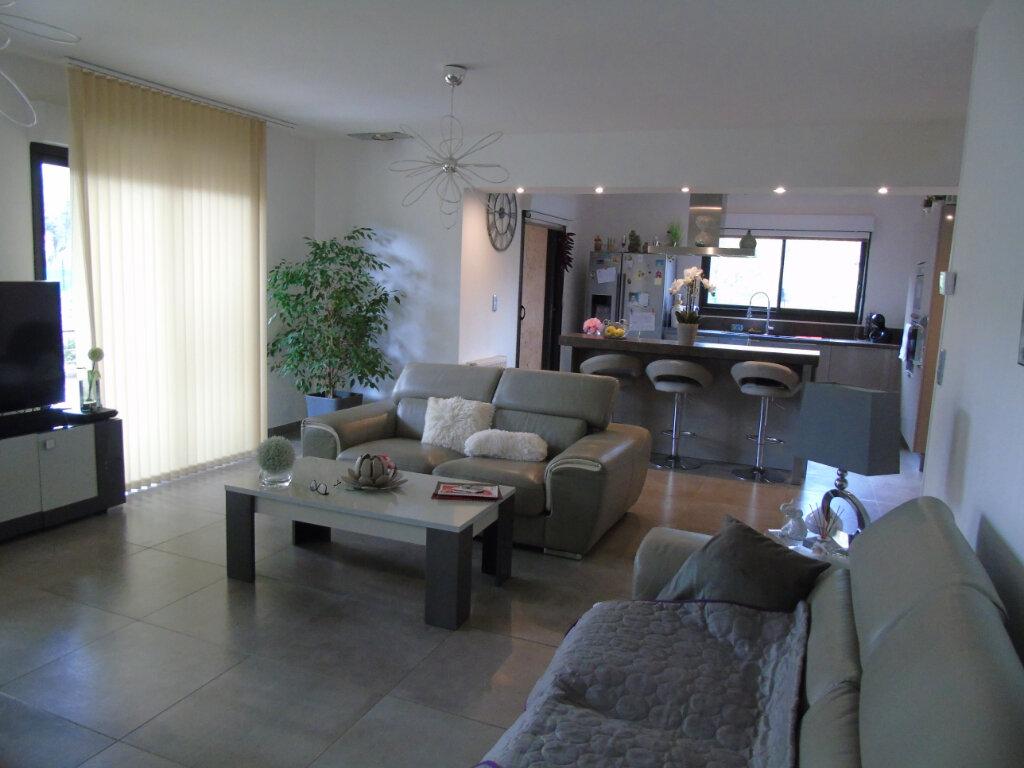 Maison à vendre 7 215m2 à La Seyne-sur-Mer vignette-5