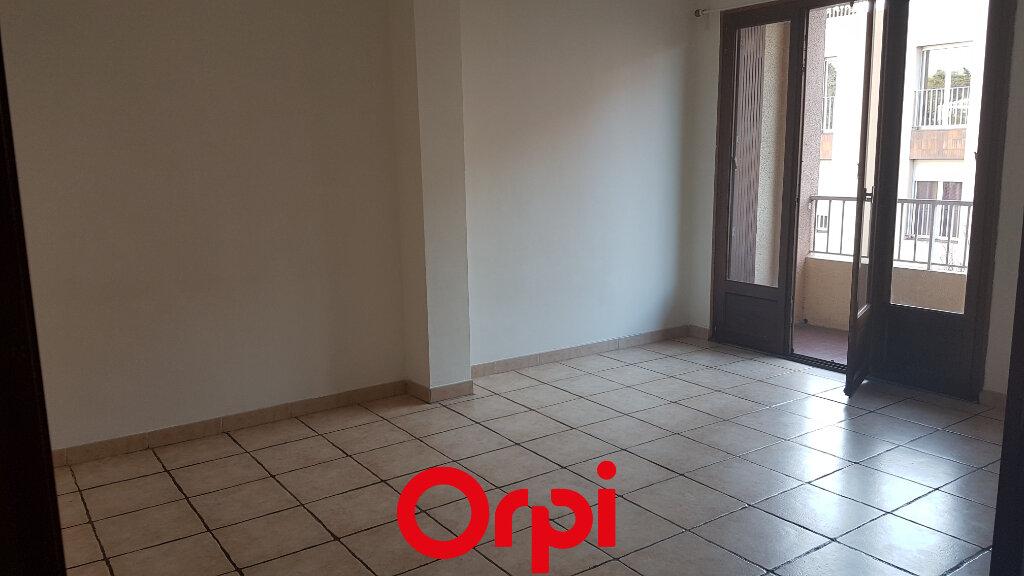 Appartement à louer 2 45.59m2 à Bandol vignette-1