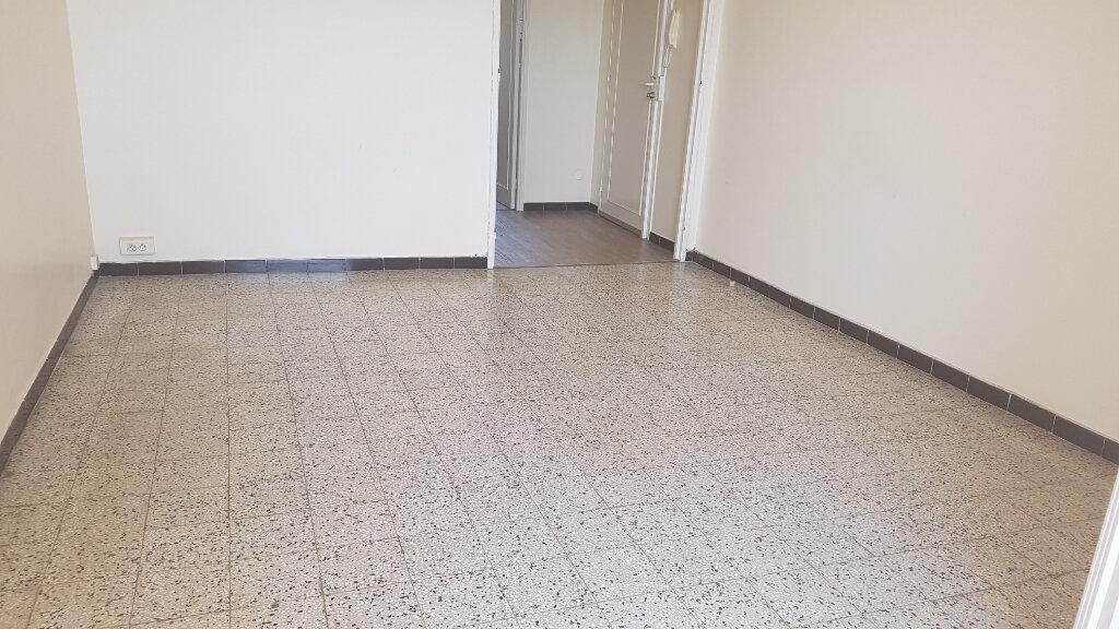 Appartement à louer 3 59.37m2 à Bandol vignette-3