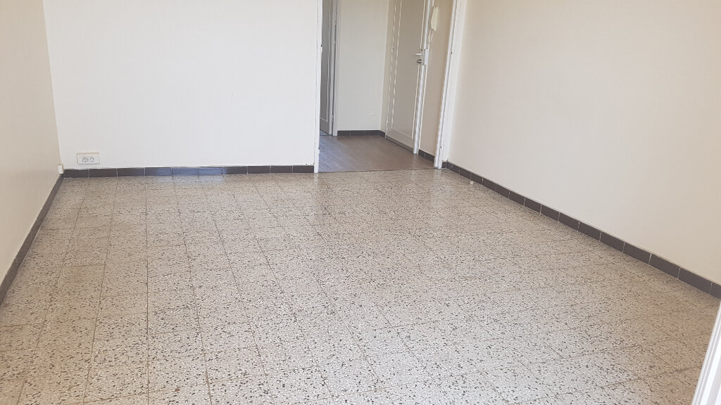 Appartement à louer 3 59.37m2 à Bandol vignette-8