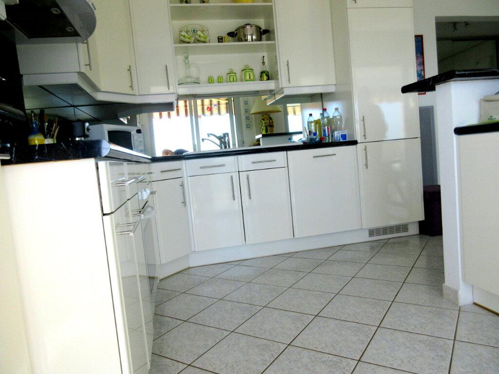 Appartement à louer 3 62m2 à Bandol vignette-3